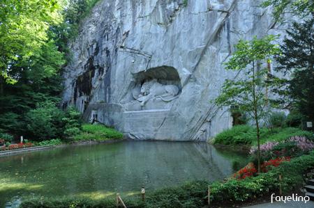 ライオン記念碑全景.jpg